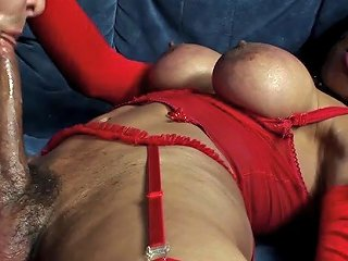 Busty Big Dick Italin Shemale Gets A Nice Blowjob